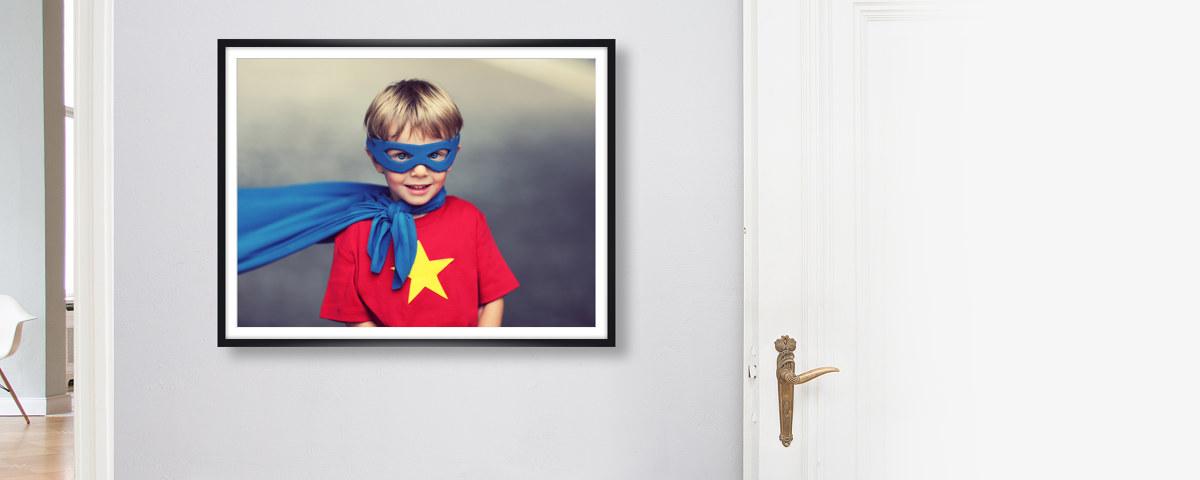 Schwarzer Bilderrahmen aus Holz für Ihre Fotos