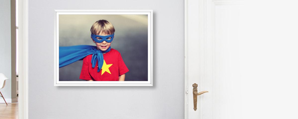 Ein weißer Holzrahmen für Ihre Fotos   myposter