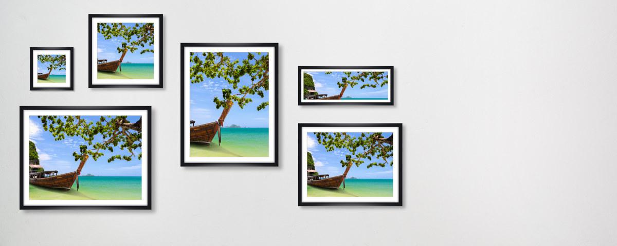 Traumhaftes Bild der Boote am Strand von Thailand