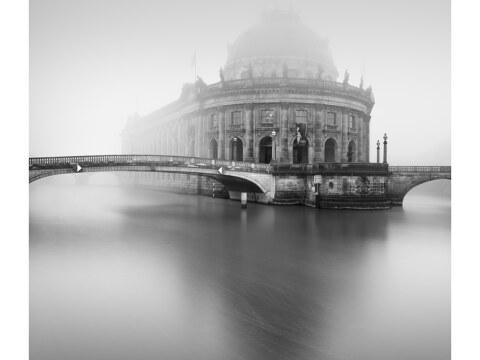 Berliner Bode-Museum im Nebel