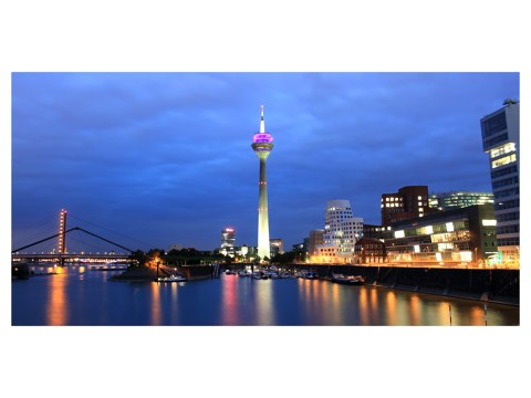herausragendes bild der skyline von d sseldorf myposter. Black Bedroom Furniture Sets. Home Design Ideas