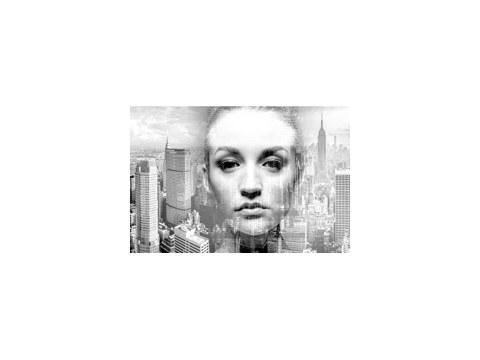 Portrait de femme en ville