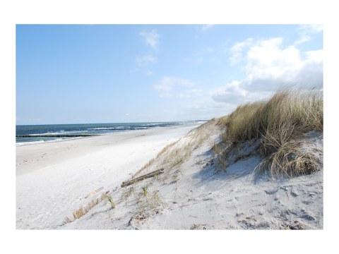 Strandmotiv Mit Feinem Weißen Sand, Dünen Und Meer